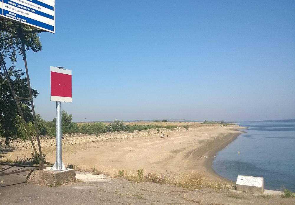 Монтиран брегови фар