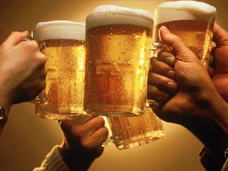 beer-cheers-toasting